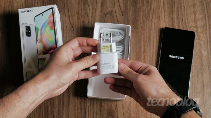 Carregador do Samsung Galaxy A71 (Imagem: Tecnoblog)