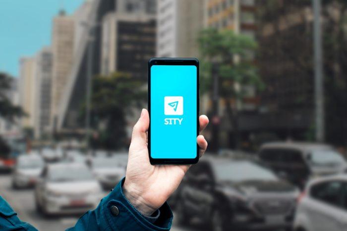 Celular com o app Sity