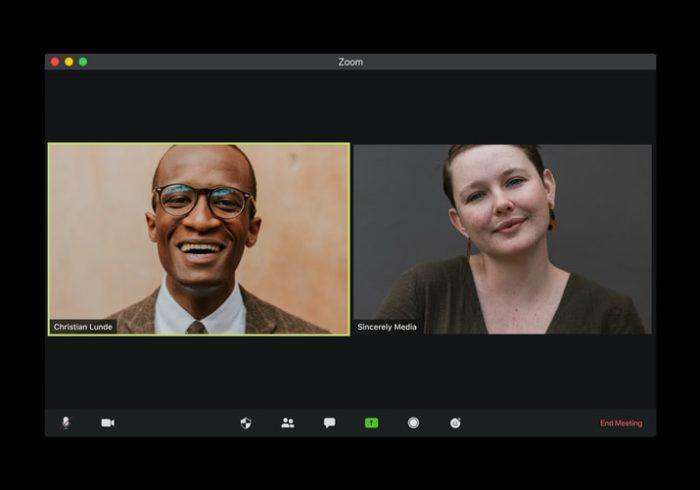 Duas pessoas conversando no aplicativo Zoom