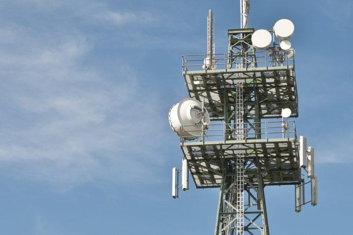 Mastro com antenas de celular. Foto: blickpixel/Pixabay
