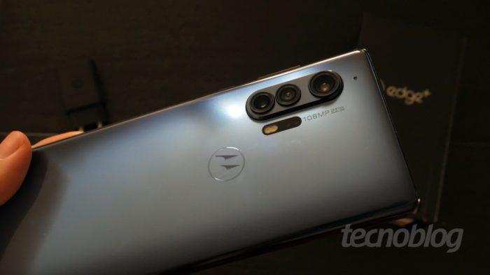 Câmeras do Motorola Edge+ (Imagem: Paulo Higa/Tecnoblog)
