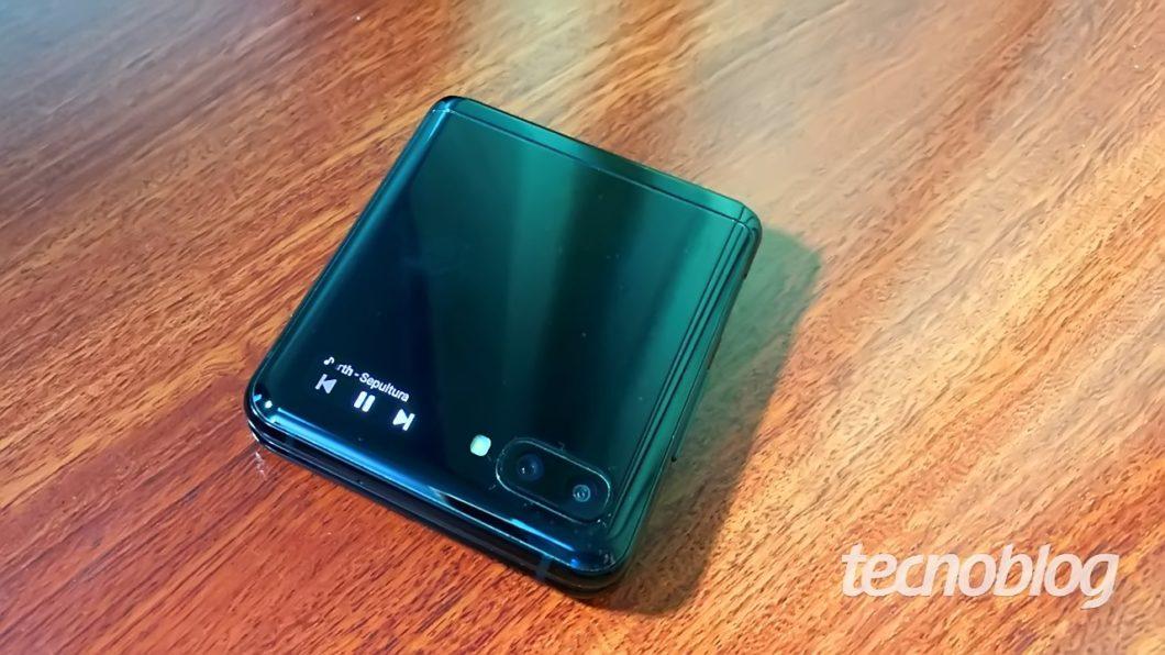 Samsung Galaxy Z Flip - external screen