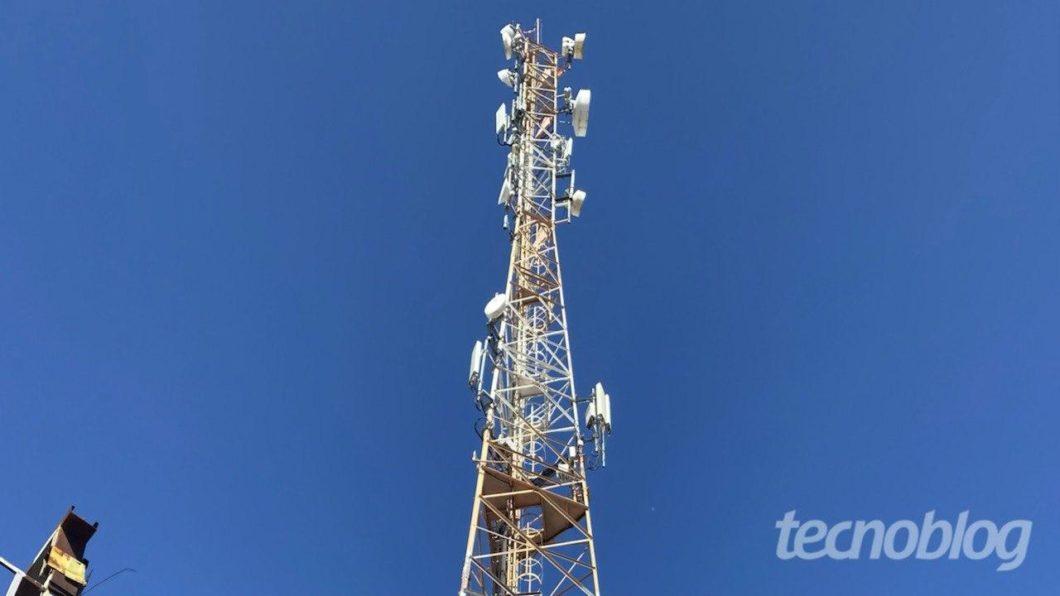Antena de celular. Foto: Lucas Braga/Tecnoblog