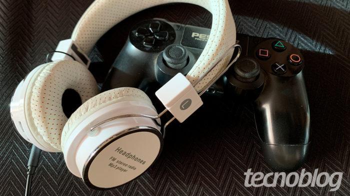 Como usar fone de ouvido no PS4 / Reprodução / Felipe Vinha