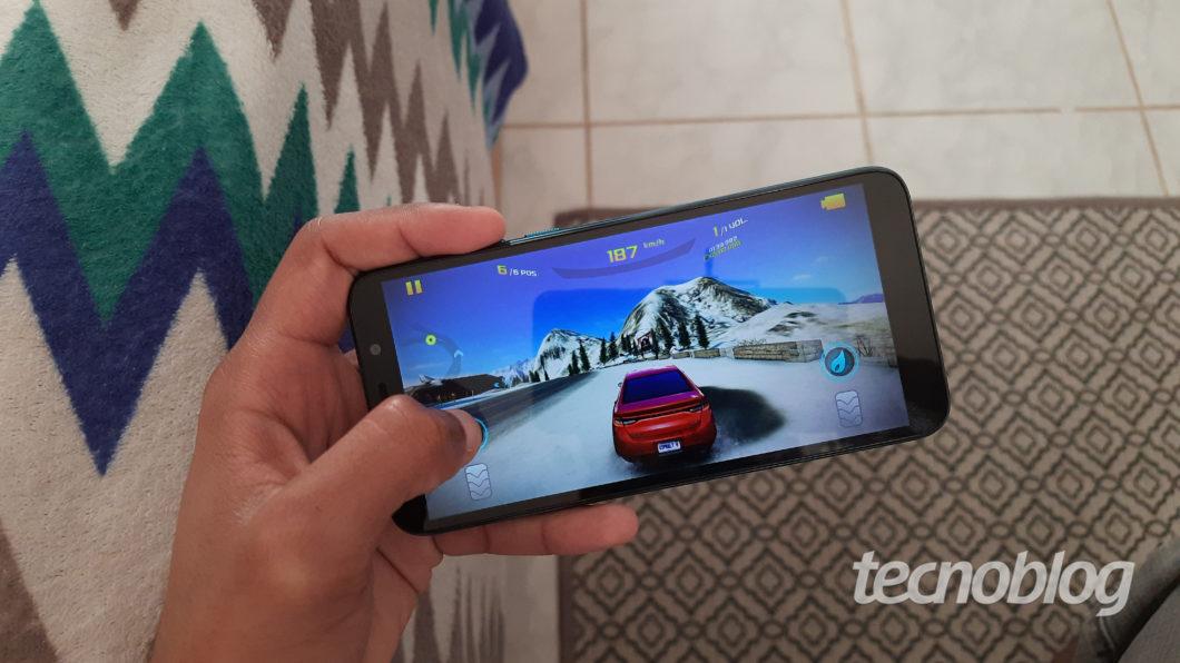 Asphalt 8 no Moto E6 Play