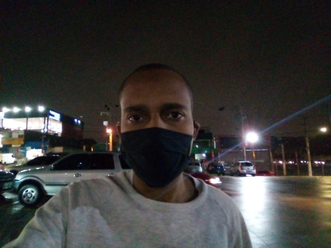 Retrato noturno com o Moto E6 Play
