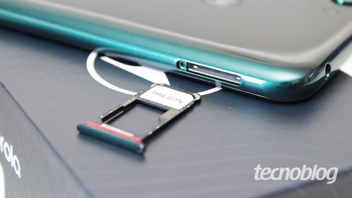 Motorola One Fusion - chip drawer