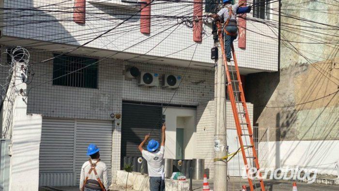 Equipe da Oi construindo rede da Oi Fibra. Foto: Lucas Braga/Tecnoblog