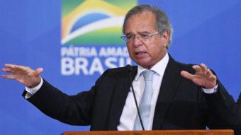 Transações com Pix têm que pagar imposto, defende Guedes