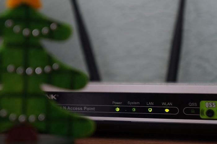 qual a diferença entre fast ethernet e gigabit ethernet / Misha Feshchak / Unsplash