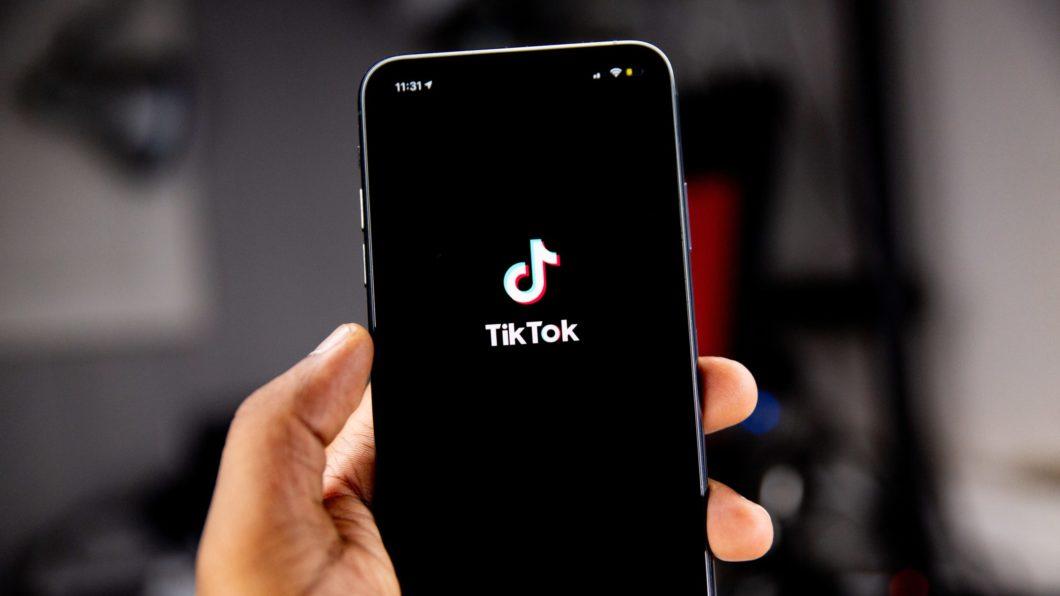 TikTok (Imagem: Solen Feyissa/Unsplash)