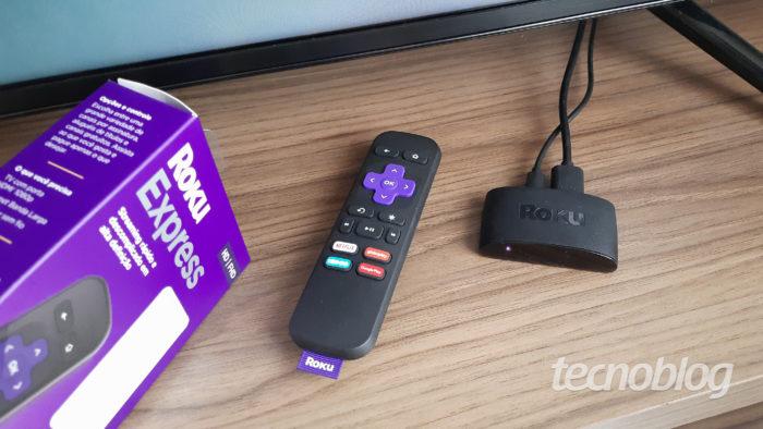 Roku Express conectado à TV (Imagem: Darlan Helder/Tecnoblog)