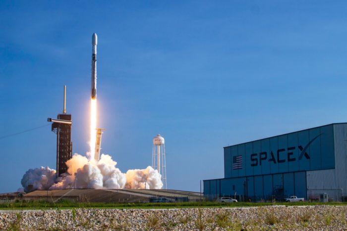 Lançamento do Falcon 9 com 60 satélites Starlink