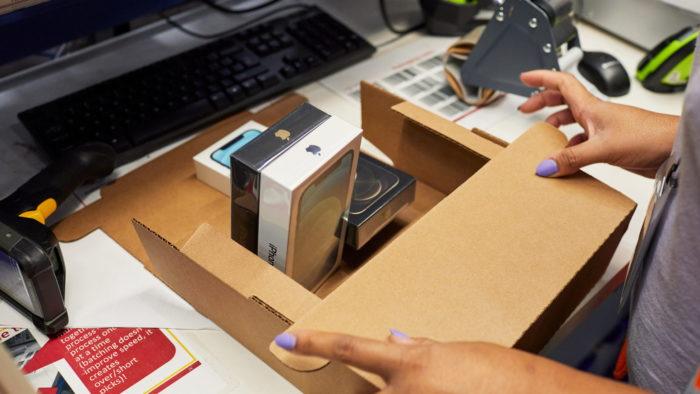 Caixa menor do iPhone 12 e 12 Pro (Imagem: Divulgação/Apple)