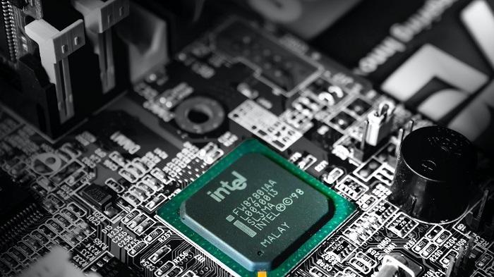 Chip Intel (Imagem: Slejven Djurakovic/Unsplash