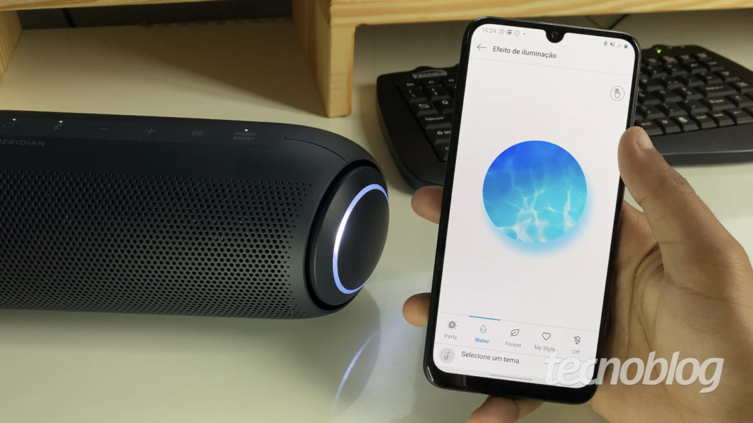 LG Xboom Go PL7 and the LG Xboom app (Image: Darlan Helder / Tecnoblog)