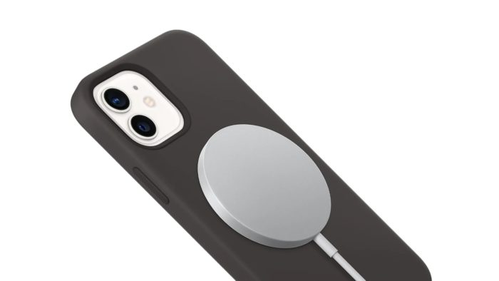 MagSafe Charger on iPhone 12 (Image: Press Release / Apple)