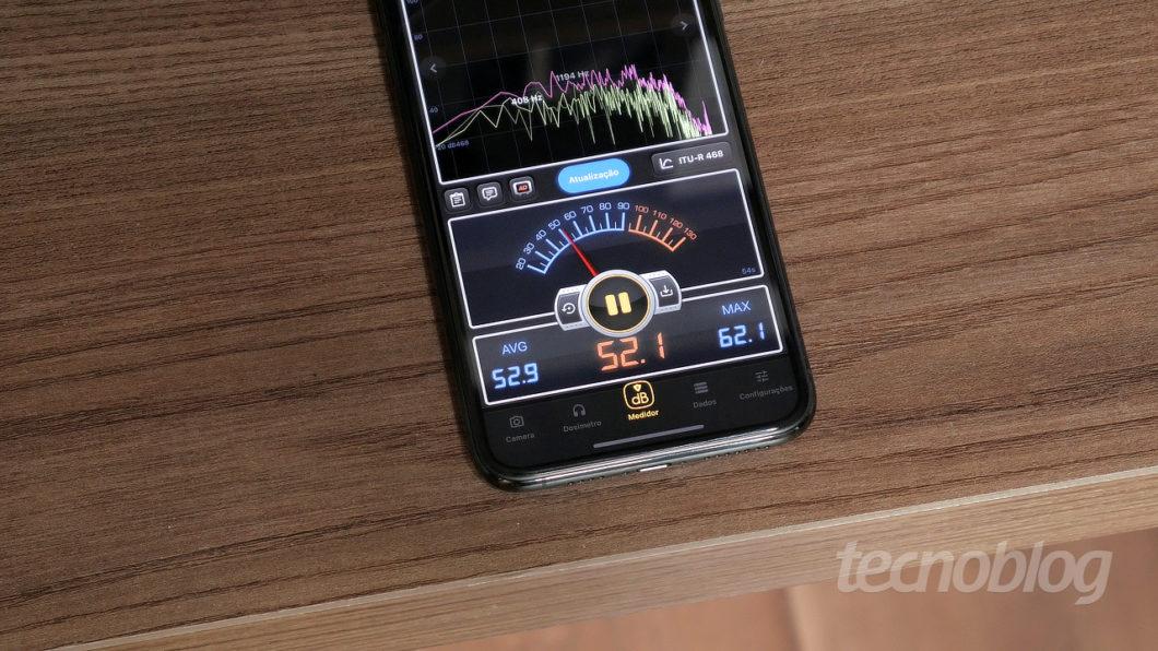 Ar-condicionado portátil faz mais barulho, não tem jeito (Imagem: Paulo Higa/Tecnoblog)