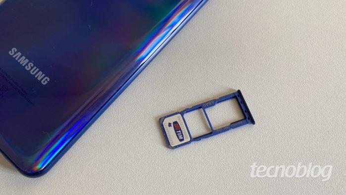 Bandeja e cartão nano-SIM (Imagem: Darlan Helder/Tecnoblog)