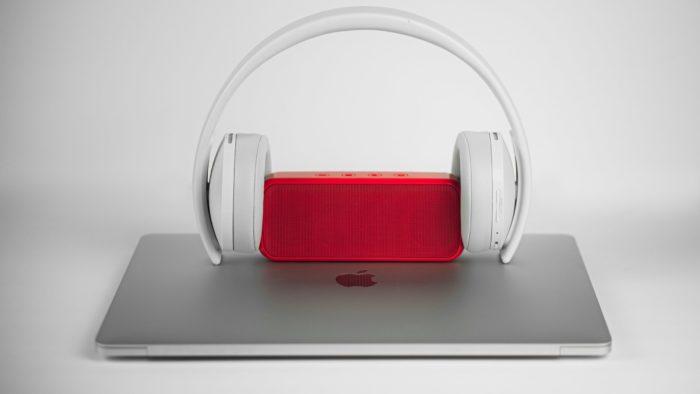 Como conectar fone ou caixa de som Bluetooth no PC (Imagem: Chris Hardy / Unsplash)