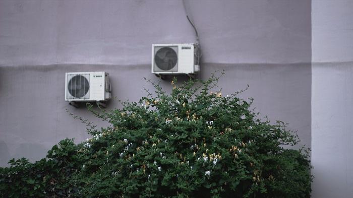 Exaustores externos instalados (Imagem: Leman/Unsplash)