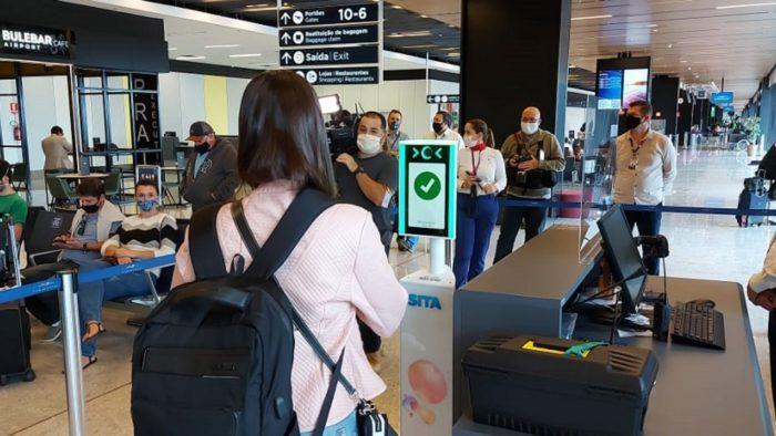Embarque com reconhecimento facial no aeroporto de Florianópolis (Imagem: Divulgação/Serpro)
