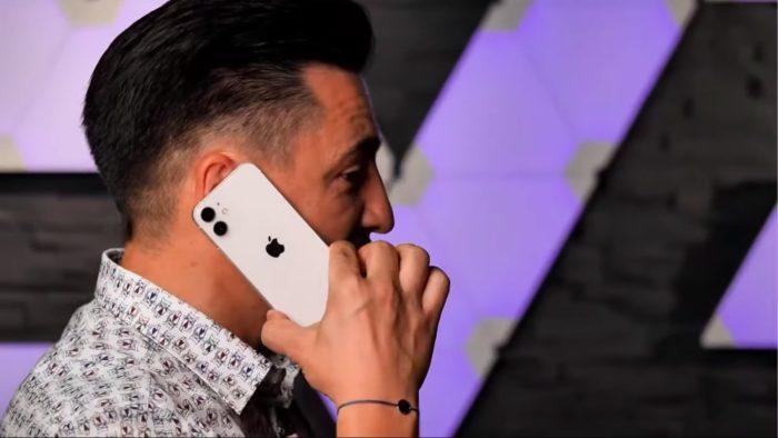 iPhone 12 Mini aparece em vídeo de hands-on (Imagem: Reprodução/George Buhnici/YouTube)