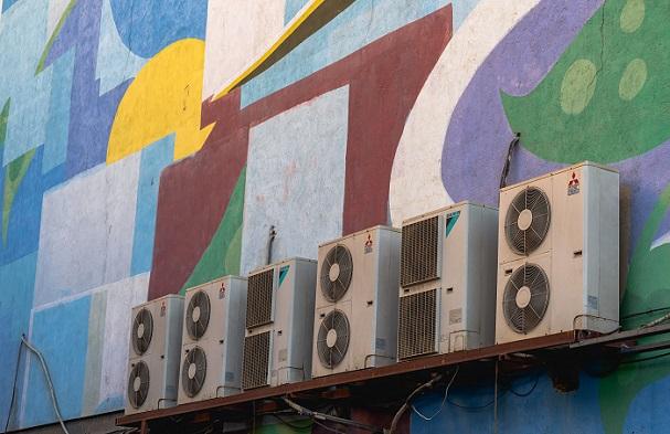 Ar condicionado externo (Imagem: Ashkan Forouzani/Unsplash)