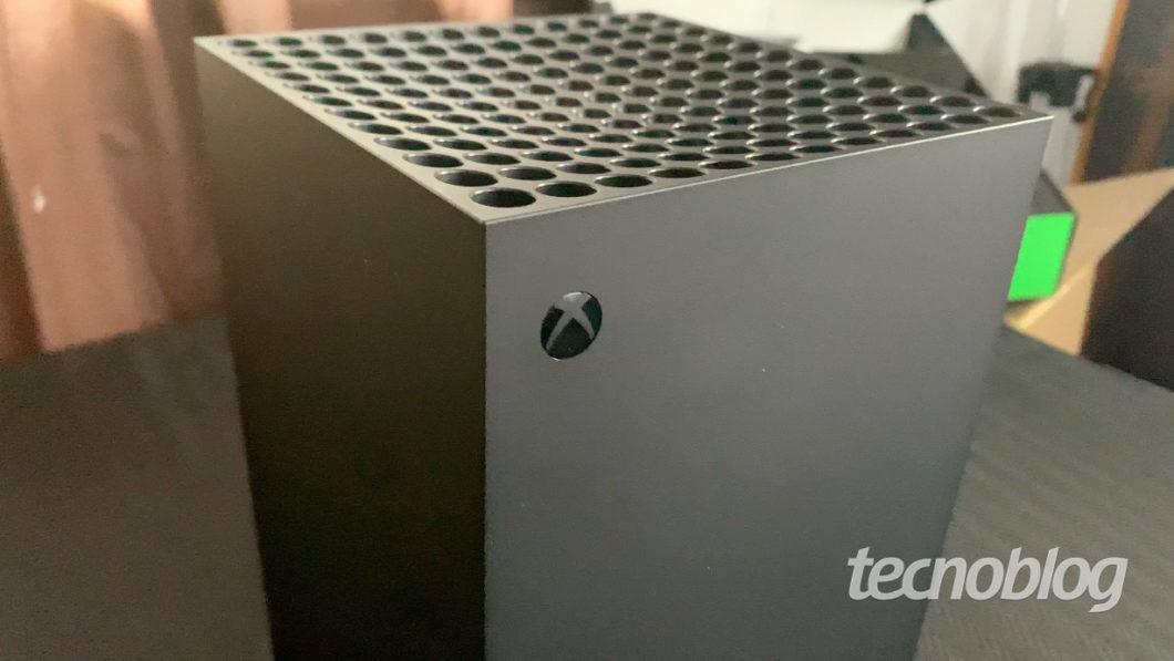 Xbox Series X fora da caixa (Imagem: Felipe Vinha/Tecnoblog)