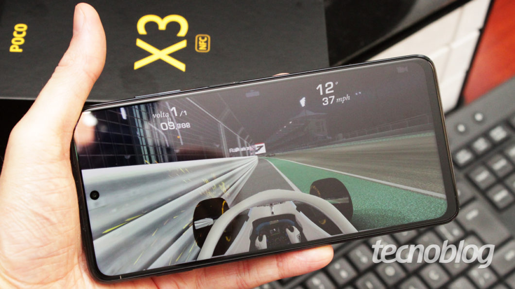 Poco X3 screen (image: Tecnoblog / Emerson Alecrim)