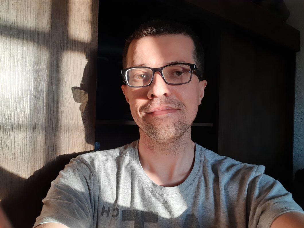 Selfie com o XCover Pro (imagem: Emerson Alecrim/Tecnoblog)
