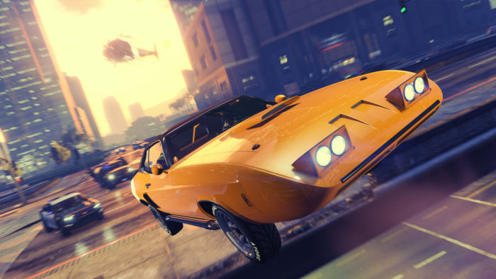 Roubando carros em GTA 5 (Imagem: Divulgação / Rockstar)