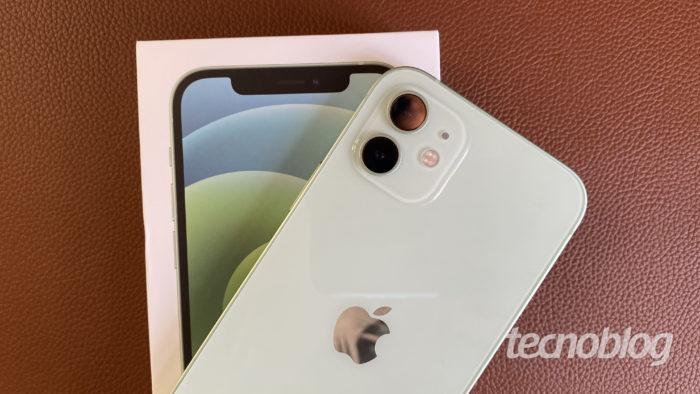 iPhone 12 (Image: Darlan Helder / Tecnoblog)
