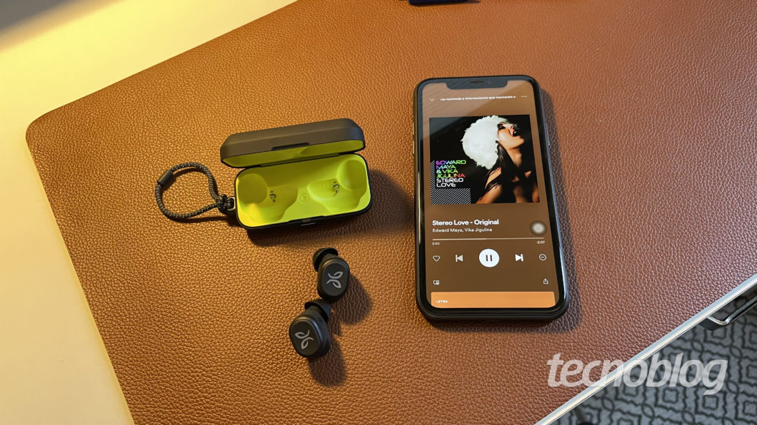 Jaybird Vista Bluetooth Headset (Image: Darlan Helder / Tecnoblog)