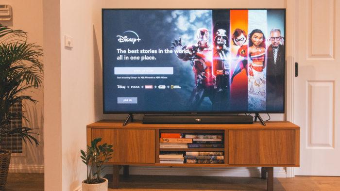 Disney+ na Smart TV (Imagem: Marques Kaspbrak/Unsplash)