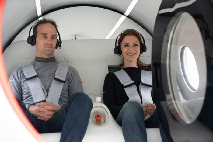 Josh Giegel e Sara Luchian (imagem: Sarah Lawson/Virgin Hyperloop)