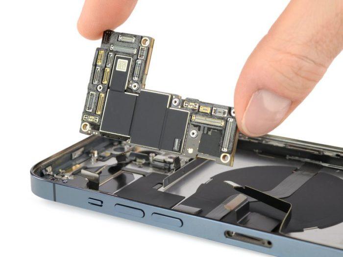 Placa lógica IPhone 12 Pro (Imagem: Reprodução / iFixit)