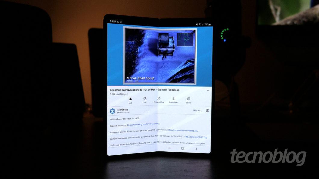 Samsung Galaxy Z Fold 2 (Imagem: Paulo Higa/Tecnoblog)