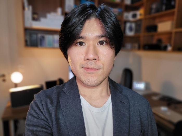 Paulo Higa fotografado pela câmera traseira do Galaxy Z Fold 2 (Imagem: Paulo Higa/Tecnoblog)