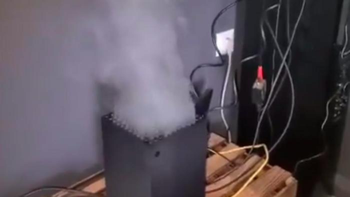 Microsoft responde a vídeos virais do Xbox Series X com fumaça miniatura