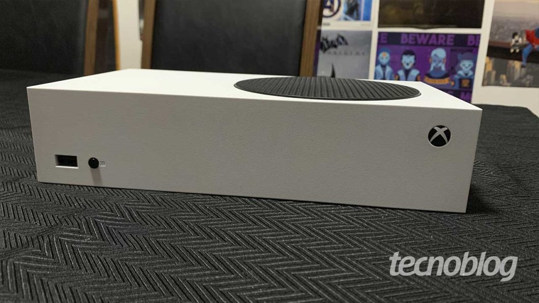 Design compacto do Xbox Series S (Imagem: Felipe Vinha/Tecnoblog)