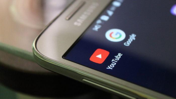 YouTube e Google em celular da Samsung (Imagem: Irfan Ahmad/Pixabay)