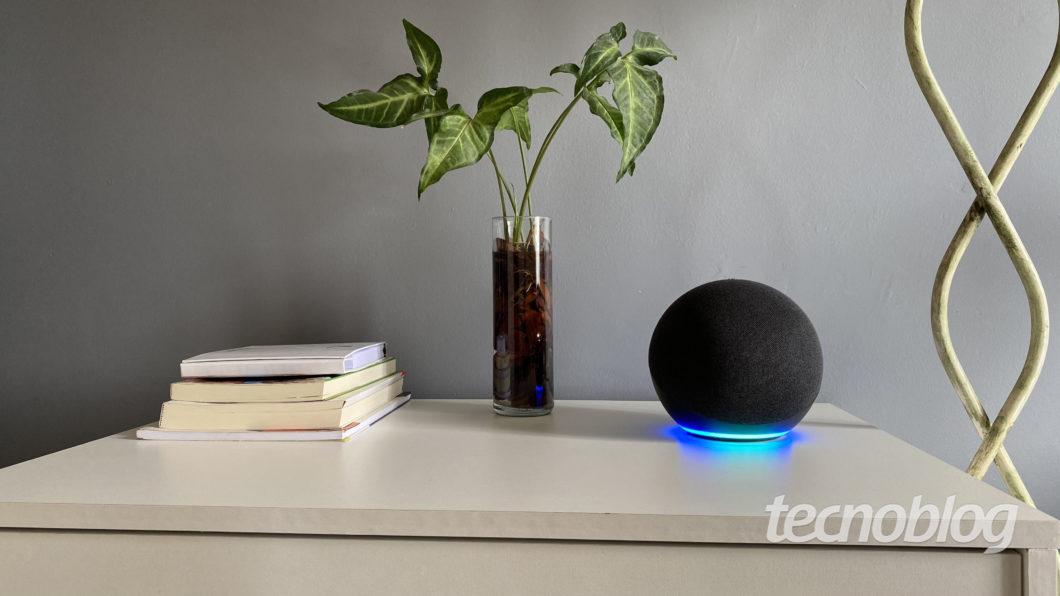 Amazon Echo (4ª geração) (Imagem: Darlan Helder/Tecnoblog)