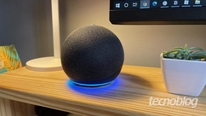 Amazon Echo Dot (4ª geração) (Imagem: Darlan Helder/Tecnoblog)