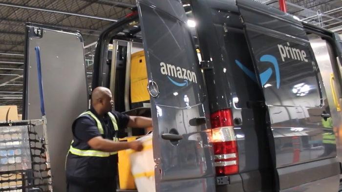 Van de entrega (Imagem: Divulgação/Amazon)
