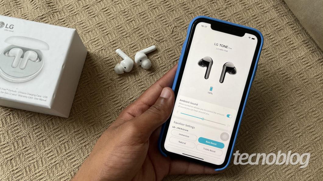 Fone Bluetooth LG Tone Free FN6 e aplicativo Tone Free (Imagem: Darlan Helder/Tecnoblog)