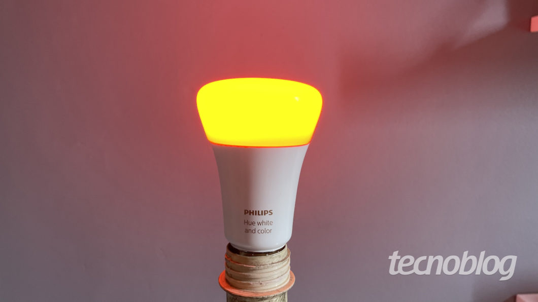 Smart Lâmpada Philips Hue (Imagem: Darlan Helder/Tecnoblog)
