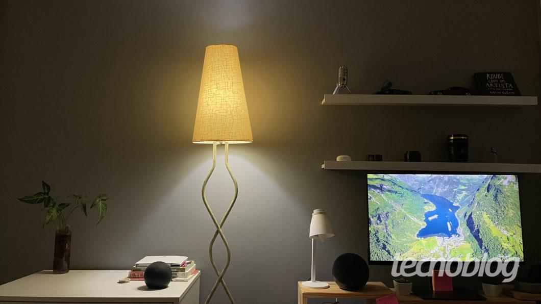 Smart Lâmpada Philips Hue no modo energizar (Imagem: Darlan Helder/Tecnoblog)