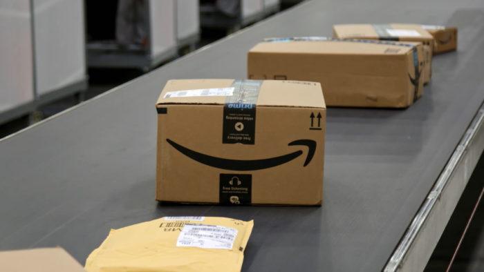 Encomendas em centro de distribuição (Imagem: Divulgação/Amazon)