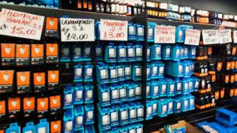 Anatel apreende 26 mil carregadores de celular irregulares